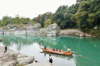 渓谷美を楽しめるラインくだりで有名な、埼玉県・長瀞。この地で観光を楽しんだ後に、車を30分ほど走らせ、芦ヶ久保(あしがくぼ)を訪れてみませんか。