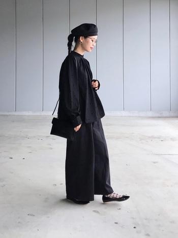 シンプルなオールブラックのコーデもシルエットで魅せることにより、センスの良さを感じさせる着こなしが作れます。