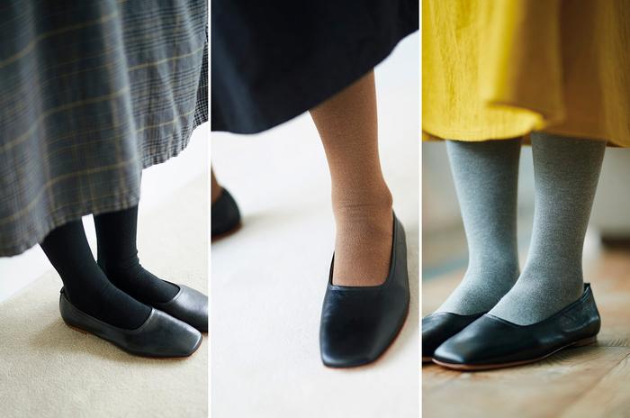 カタログのコーディネートでも「大活躍だった」というプレーンなタイツ。黒・ベージュ・グレーのベーシックな3色展開で、これさえ揃えれば毎日困ることはなさそうです。 去年と同じ、医療用の靴下などを製造している奈良県の工場で作られていますが、今年は糸をちょっと変えて、より柔らかなはき心地に。