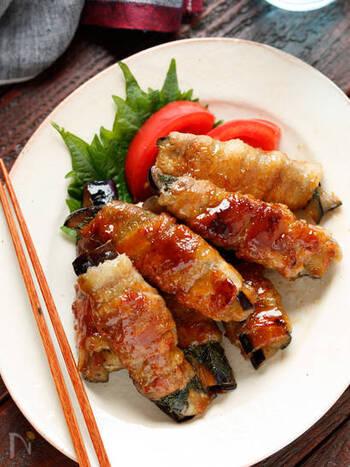 夏場に特におすすめな、なすを使った肉巻きのレシピです。こってり甘辛な豚バラとしその爽やかな味わいが絶妙!しその効果で夏でもお弁当に入れやすいのが嬉しいですね。