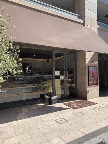 谷町六丁目駅からすぐ、1分ほどのところにある「ブーランジュリー グウ」。こちらのお店は、グルメサイトの百名店、パン部門に3年連続選出されている実力派です。