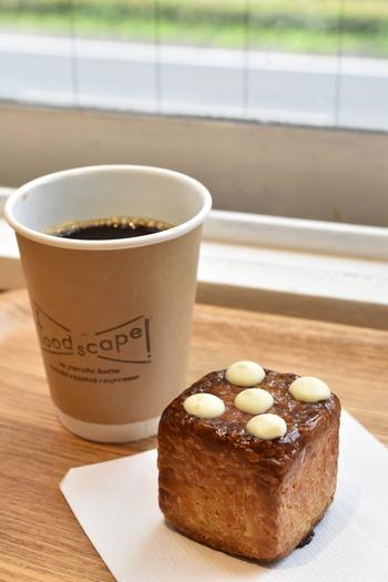 キューブ型の見た目も可愛い、「チョコフランス」。甘すぎない、大人な味わいのチョコ風味はコーヒーとよく合います。イートインスペースで、ほっとひと休みもいいですね。
