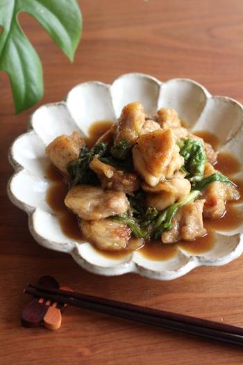 もし黒酢があるなら、こちらのレシピもおすすめ。鶏もも肉と一緒に炒めて、主菜にぴったりの一品になります。黒酢のまろやかな酸味が食欲をそそりますよ。
