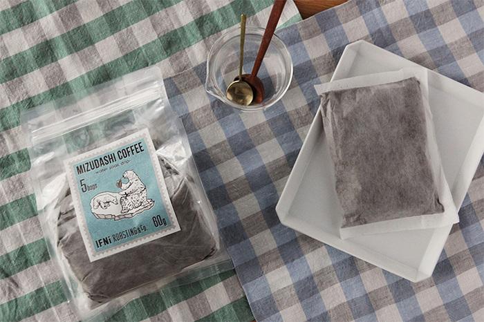 静岡市街にあるコーヒーショップの水出しコーヒーです。大きな袋をポットに入れて、8~12時間かけて抽出します。寝る前に作れば、翌日はアイスコーヒーがいつでも楽しめる。