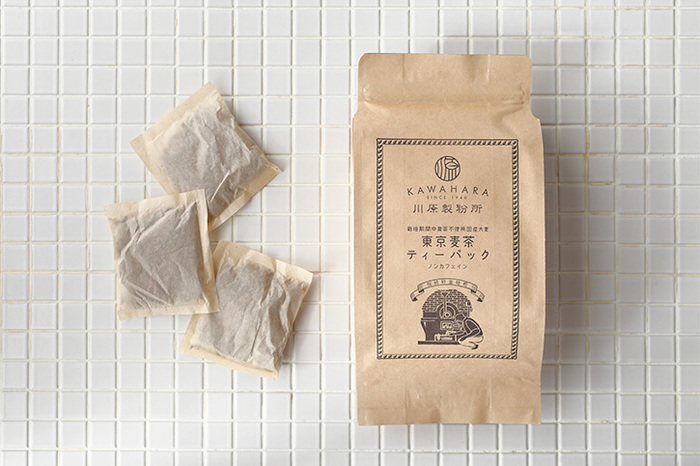 国産大麦100%を昔ながらの方法で焙煎している麦茶です。石窯と砂を使って大麦の芯までしっかり焙煎されているから、香ばしい香りが口に広がります。