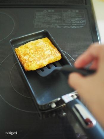 直火ではなくIHクッキングヒーターで調理する場合には、IH対応のものを選ぶ必要があります。卵焼き器の種類によっては直火でしか調理できないものもありますので、購入の際に必ずチェックしてくださいね。