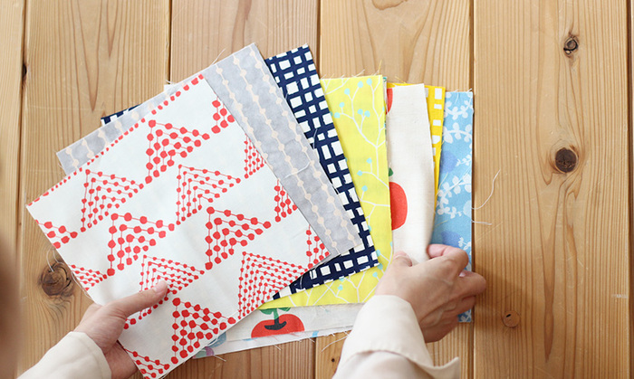 お気に入りの柄の布を使ってデコパージュするのもおすすめ。小物にデコパージュするのであれば少しの布でできますので、端切れや余った布を活用できますね。