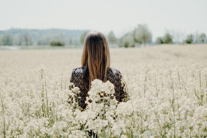 自分を「許す」「ほめる」「認める」方法をご紹介しました。どれも特別なテクニックは必要のない、いつからでも始められる簡単な方法ばかりです。すぐに大きな効果が出るわけではありませんが、こつこつと続けていくうちに、自分という唯一の存在を大切にできるようになるでしょう。そうすれば、今よりももっと毎日が楽しく前向きなものに変わりますよ。