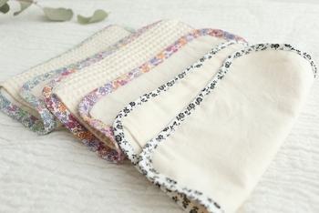 かわいくて初心者さんにも使いやすい布ナプキンが通販で購入できますよ。一枚一枚から、生理にポジティブに向き合える心遣いがいっぱいです!