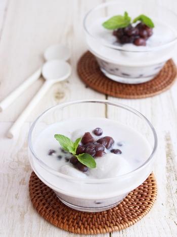 豆乳とココナッツミルクを合わせて冷やし、白玉粉とココナッツミルクで作った白玉をあんこを加えてつくる和風デザート。豆乳独特の味が気になる方も、ココナッツミルクを加えることまた違った味わいが楽しめます。