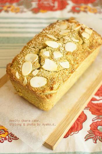 こちらの抹茶パウンドケーキは、小麦粉の量を減らしおからをたっぷり使用することで、食物繊維たっぷりのヘルシーなスイーツに。けしの実やアーモンドスライスで香ばしさを加えて。