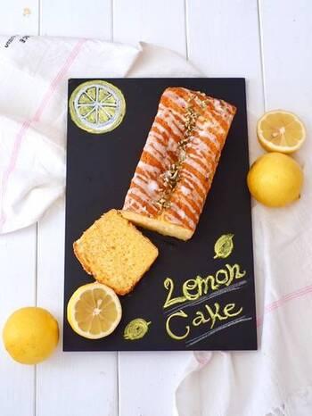 ホットケーキミックス、バター、卵だけで作るシンプルなパウンドケーキ。レモンシュガーをちょい足しするだけで、レモンの風味いっぱいの爽やかスイーツに♪