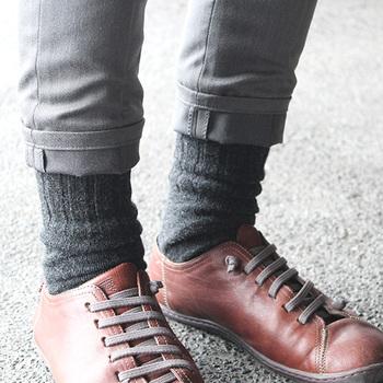 5本指靴下は、夏の水虫対策にも◎ 吸水性の高いシルクは指の間の汗を吸い取ってくれるので蒸れにくく、夏場でも快適に過ごせます。