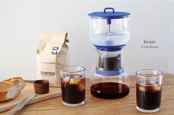 「ウォータードリップ」は、お湯の熱を加えない分、コーヒーの味が素直に出る淹れ方。じっくり一滴一滴、時間をかけて抽出する水出しコーヒー。「コールドブリュー(COLD BREW)」と呼ぶこともあるそうです。