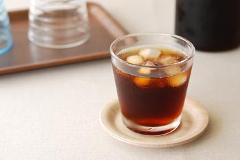 作り方は、1リットルの水にコーヒーパックを一晩(約6~7時間)つけるだけ!麦茶を作る感覚で簡単においしいコーヒーが出来上がります。特別な器具を使う必要がないので、片付けが簡単なのはうれしいポイントですね。