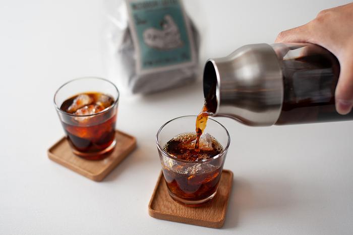 夏になると、冷たいアイスコーヒーが飲みたくなりますよね。そのままブラックで飲んでビターな味を楽しむのもいいですし、ミルクや甘みを加えてアレンジするのも◎。
