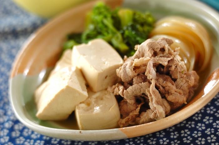 スポーツ後の夕食には、豚肉と大豆製品のお豆腐を使った、たんぱく質たっぷりの肉豆腐はいかがでしょう?ボリューム満点なのにヘルシーなのは嬉しいですね。