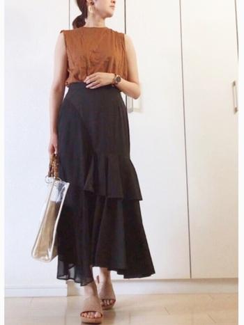 大胆なフリルから生まれる美しいシルエットが特徴的なスカート。スカートのシルエットを活かしたIラインシルエットを作りましょう。
