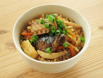 具沢山の豪華な炊き込みご飯はおもてなしにもいいですね。缶をすべて使うのでご飯にサバの旨みがたっぷり沁み込んでおいしい!