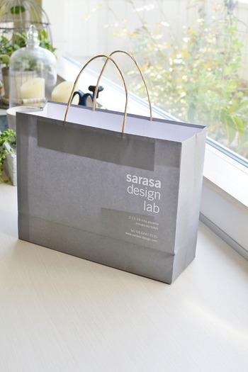 紙袋は訪問の前に、お渡し用の紙袋に入れ替えておくのを忘れずに!