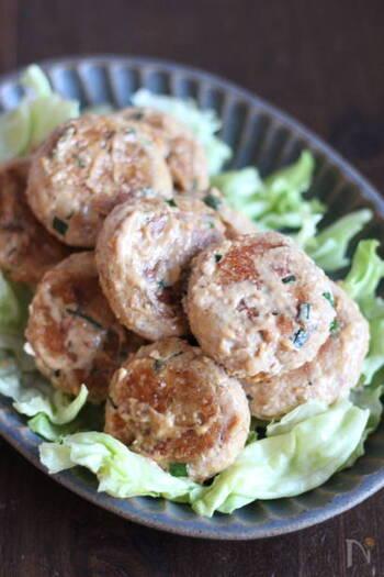 お魚が苦手なお子さんにも食べやすいのがサバ&豆腐のハンバーグ。多めに作ってお弁当のおかずにしたり、お酒のおつまみにも相性ぴったり!