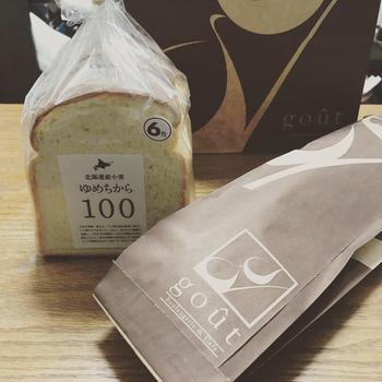 こちらのお店では、食パンも人気です。北海道産小麦を使用した食パンは、濃厚なミルクの味わいが感じられ、しっとりもっちりとした食感です。