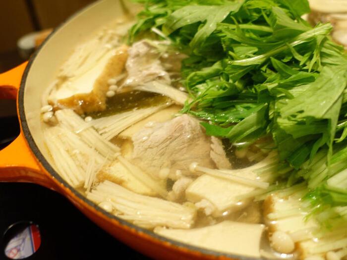 冬の水菜料理の定番と言えば、はりはり鍋!鍋に入れると水菜はふやけるので、使い切りたいときにもおすすめです。