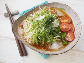 ハウス栽培の水菜なら、いつでも手に入るので便利。こちらは暑い夏にぴったりのレシピ!水菜はそうめんとの相性もバッチリです。お好みで大葉を添えていただきましょう♪