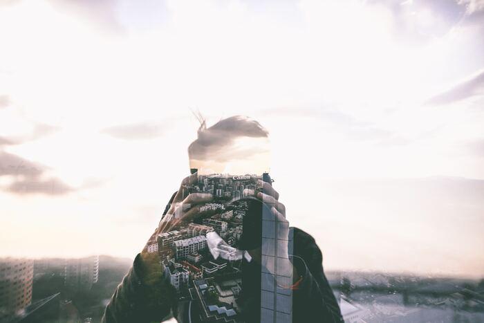 ネガティブなイメージのつきまとう孤独ですが、悪いことばかりではないことは前述の通りです。ひとりですごす時間には、マイナスイメージを補って余りあるほどの、人生を豊かにするようなメリットがあります。時間を有効に使えたり、じっくりと自分と向き合えたり、大勢で群れていてはできないことばかりです。