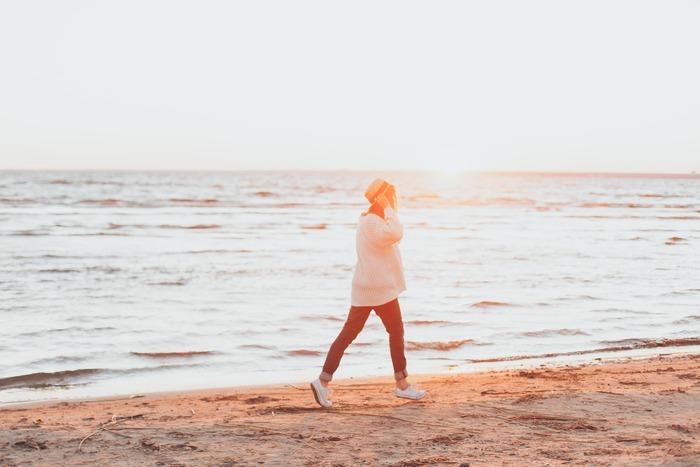 今までネガティブなイメージのあった、孤独。ひとりになることをむやみに恐れ、逃げ続けるのはもったいないかもしれません。ひとりですごす時間は、人生に深みを与え、得難い経験をすることができます。そのためには、あえて孤独を選ぶ、その心の強さもときには必要です。あなたもひとりの時間を有意義にすごし、人生を豊かなものにしてくださいね。