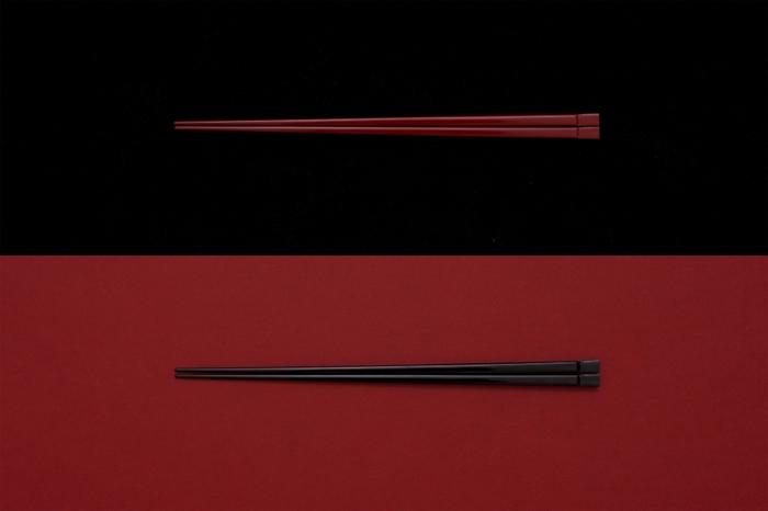 天然の国産孟宗竹を削り出し、漆塗りしたお箸です。軽い手触りとしなやかな使い心地が毎日使うのに丁度いお箸。赤と黒のシックな定番色で、揃えて使いたくなる。