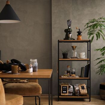 無骨で無駄のないデザインが魅力の「インダストリアル」な家具や雑貨。ブルックリンインテリアを目指すなら、ぜひ取り入れたいアイテムです。