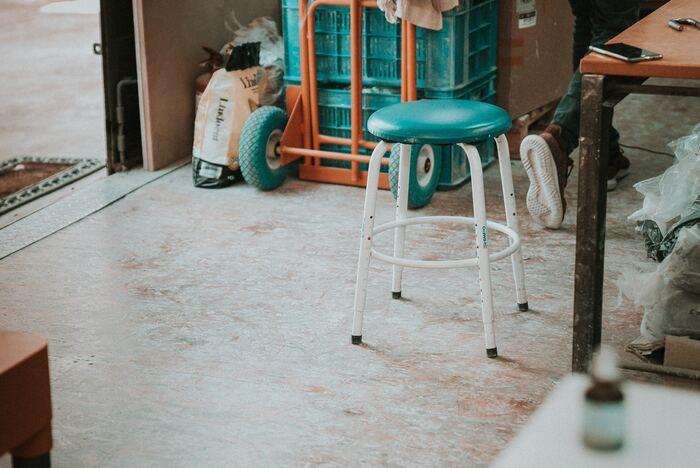 面積の大きい床は、デザインを変えるだけでガラッと印象が変わります。部屋の雰囲気に合わせた色・素材を選んで、心地良い部屋作りを目指しましょう。