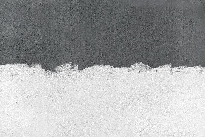 パテは、穴や隙間を埋めるために必要な道具です。画鋲の穴や、凹凸などを平らにすることができます。お化粧のファンデーションのようなイメージです。