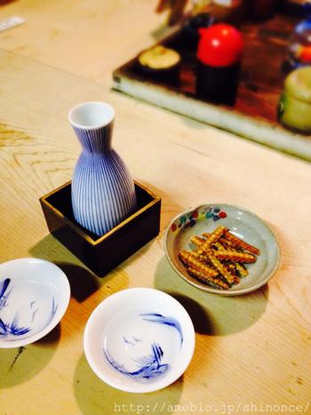 昔ながらの佇まいのお店で、しっとり日本酒を傾けるのも粋ですね。席数が少ないので、予約するのがおすすめです。