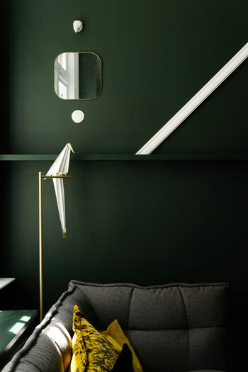 壁は面積も大きいので、色やデザインを変えると大きく印象が変わります。一面ずつ、異なる色にしても楽しいですね。
