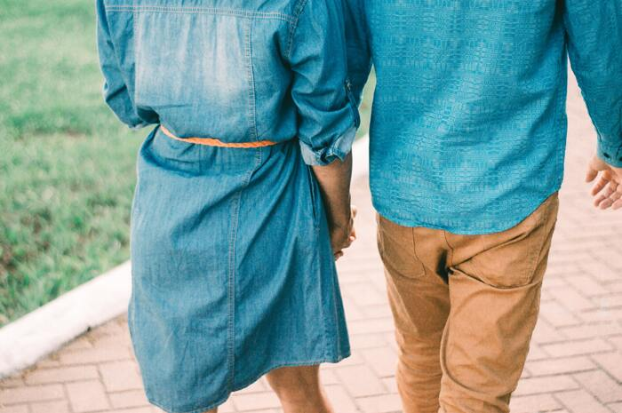 また、夫婦で出かけるときに、あえて旦那さんにスマホを託して、意識して会話する時間をつくるのも◎  自分以外の人間にゆるやかに協力してもらうことで、本当に大切にすべき時間に気づくこともできそうですね。