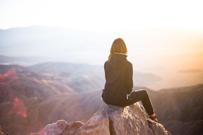 登山の場合はまずは簡単に登れそうと思うような小さめの山から始めるのがおすすめ。低い山を何度も登っても景色や植物が違うので毎回発見がありますし、同じような高さの山をいくつも登るのもおすすめです。登山に必要な歩き方や、休憩の取り方などを、低めの山で余裕があるうちにマスターしましょう。