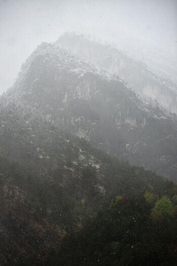 家の近くの天気は良くても、山の天候は変わりやすいもの。雨の中での登山は、足元も悪く怪我もしやすくなるので初めは避けたほうがベター。無理せず、次のチャンスを待ちましょう。
