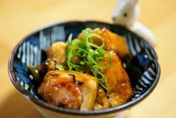 厚揚げを使った梅炒めは、ヘルシーなのに食べ応えがあって、ダイエット中の方にもおすすめです。おつまみなどにもよさそうですね。