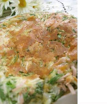 主食なら、水菜入りのチヂミもおすすめです。こんがり焼けたチーズが食欲をそそる一品。みんなで食べるときには、ホットプレートで焼くと良いでしょう♪