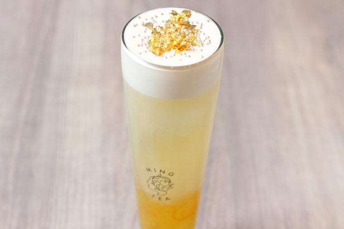 こちらは、四季春ウーロンにチーズクリームと金箔、柚子ジャムをトッピングした1杯。茶葉やトッピングの組み合わせによって、何通りもの味わいを楽しめるのが魅力ですね。