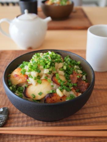 余った食材を一気に使いやすいのは、丼物です。ベーシックな丼レシピをいくつか覚えたら、どんどんアレンジして自分好みの丼を作ってみましょう。食材を使い切るのが面白くなっていきますよ。