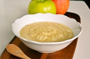 こちらは卵を使った、ハンガリー風りんごのスープ。しょうがやシナモンが効いたスパイシーな味わい。ふわふわの食感がクセになる一品です。
