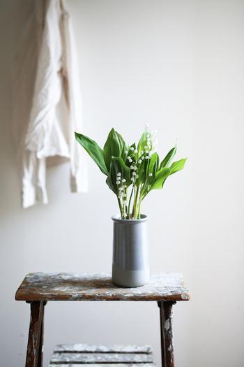 まずは、お気に入りの花瓶をひとつ探してみることからはじめませんか。そうすると、お花屋さんでふと目に留まった花を買ってみよう、お子さんが摘んできてくれた花を飾ってみよう、と心が動くはず。  花を愛でる時間が、心の余裕にも繋がります。