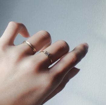 透明感のあるデザインが、指先を美しく繊細に演出。深い癒しや安らぎを与えてくれそうですね。