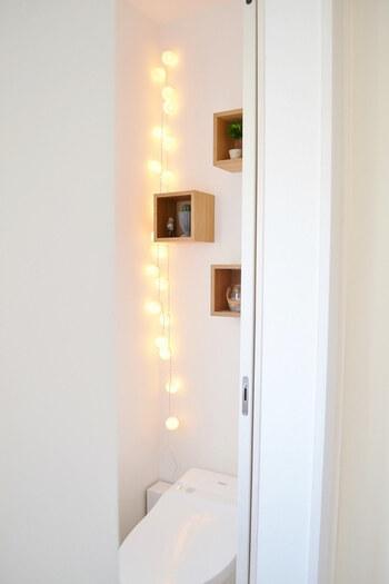 ライト付きのコットンボールを壁面にディスプレイ。お客様が来たときなどにライトを点灯させて、おもてなしの気分を盛り上げて。