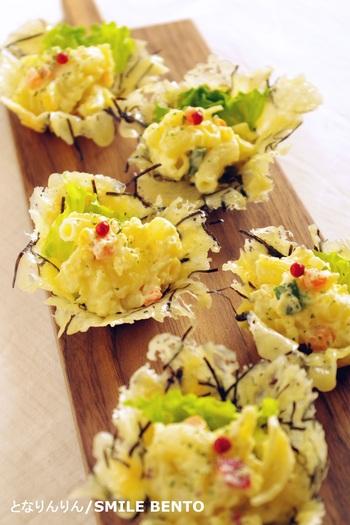 グルタミン酸が多い(ピザ用)チーズと、グアニル酸を含む刻み海苔をレンジにかけ、焼き型などを使ってカップ状に成形。ポテトサラダなどお好みのおかずを詰めましょう。