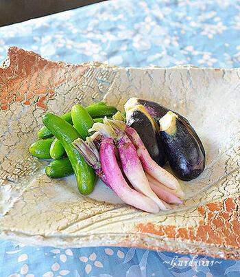 こちらは、ミニきゅうり、日野菜蕪、小茄子の漬物の盛り合わせ。素敵なお皿に盛り付ければ、立派な和の一品ですね。