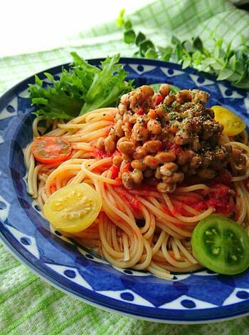 昆布つゆを使った和風のテイスト。たっぷりのった納豆が夏に必要なスタミナをプラスしてくれます。